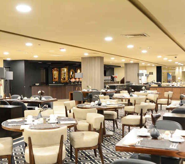Hotel Intercontinental Medellin - Brasserie Innenansicht