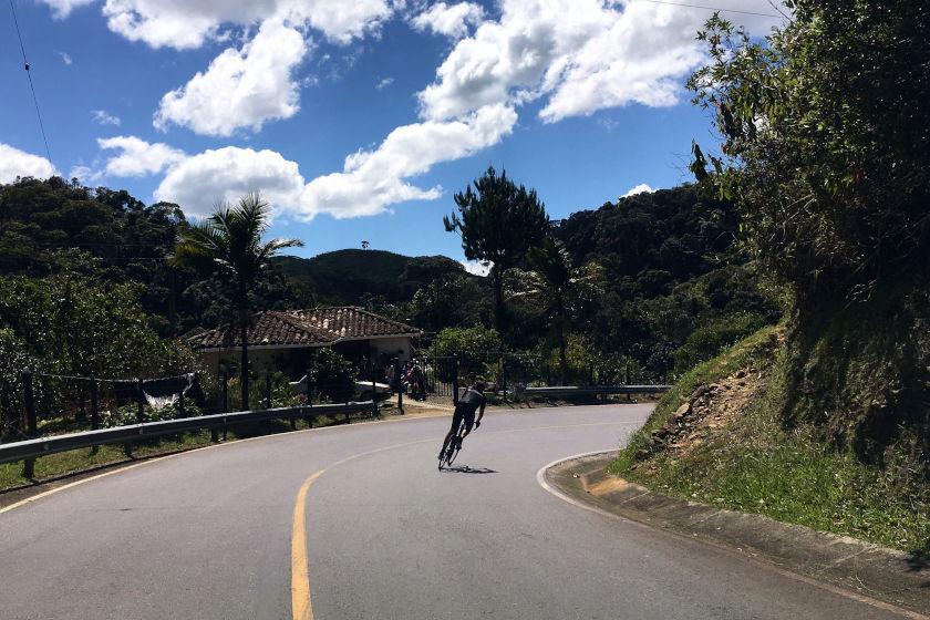 Rennrad Trainingslager Kolumbien: Fantastische Abfahrt in wunderschöner Natur