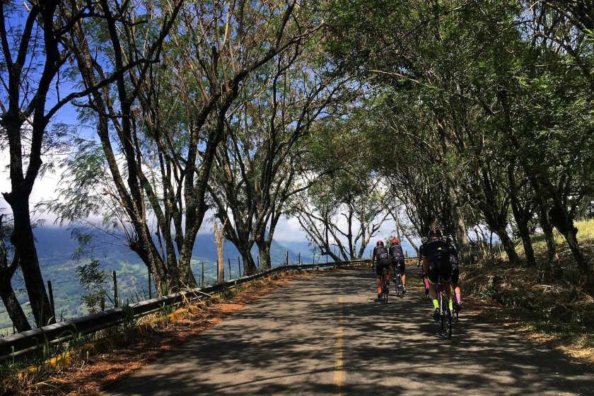 Teilnehmer unseres Rennradcamps in Kolumbien in fantastischer Berglandschaft der Anden