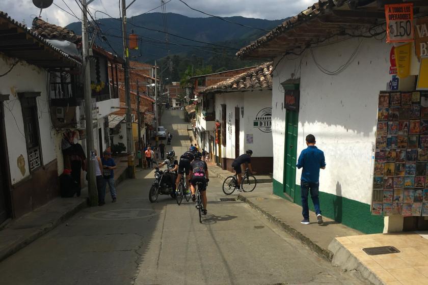 Rennradtour im Oriente von Antioquia in Kolumbien: Typisches Dorf