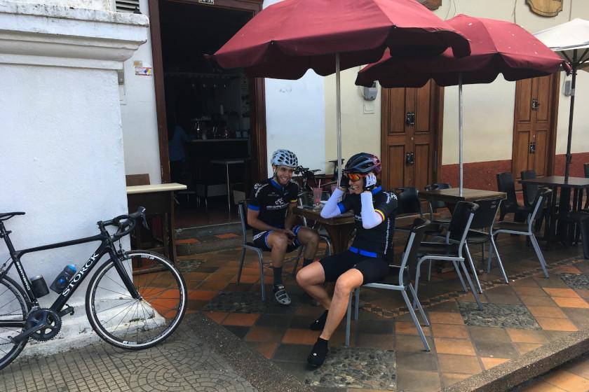 Rennradreise Faszinierendes Kolumbien: Kurzer Kaffeestop